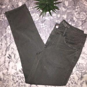 🦅 American Eagle TomGirl Khaki Pants